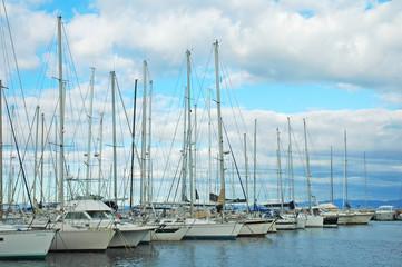 Barche a vela nel porto di St. Tropez
