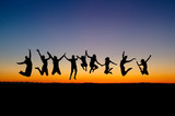 Fototapety silhouette of friends jumping in sunset