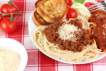 Spaghetti dinner with meatballs, sauce and salad.