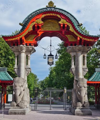 Fototapeta berlin zoo entrance gate germany