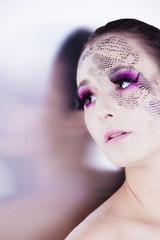 Beauty Glamour Portrait mit extrem Makeup