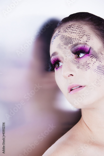 Beauty Glamour Portrait mit extrem Makeup