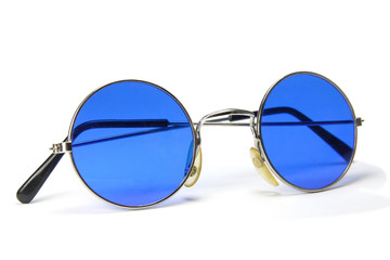 Kreisrunde blaue Sonnenbrille