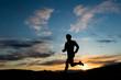 Silhouette eines Läufers am Abendhimmel