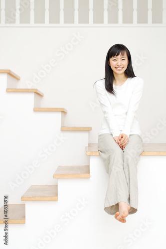 女性(不動産・賃貸イメージ)