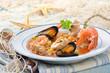 Fischsuppe mit Fischfilet, Muscheln, Garnelen