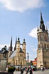 Hallescher Marktplatz mit Händeldenkmal und den fünf Türmen
