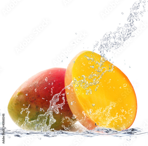 Foto op Canvas Opspattend water mango splash