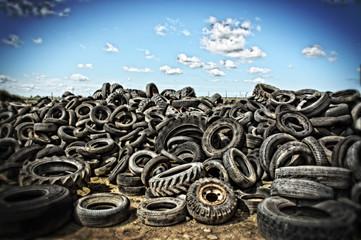 HDR décharge de pneus usagés