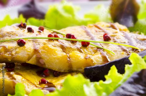 gebratene fisch mit balsamico creme © Dar1930