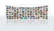 Mur de photos incurvé