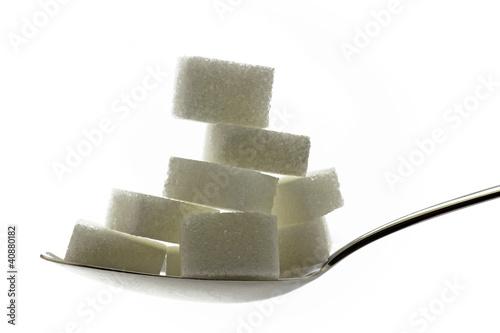 zuckerwürfel auf löffel