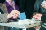 women 's hand vote
