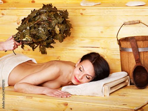 dziewczyna-w-saunie
