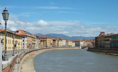 Vista del fiume Arno, a Pisa, Italia