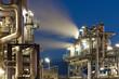Raffinerie mit Wasserdampf in Hamburg bei Nacht - 40941988