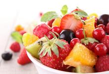 Isolated sałatka owocowa