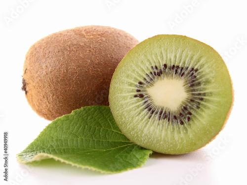 kiwi and leaf