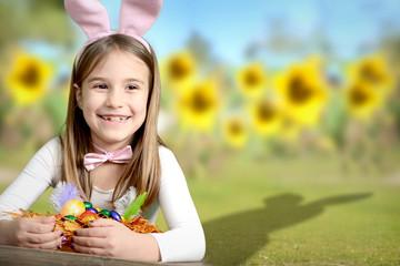Kind findet das Osternest