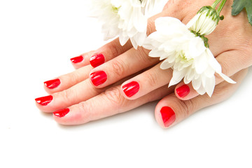 mano di donna con smalto rosso