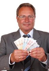 Mann mit Geldfächer, Fokus auf dem Gesicht