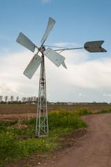 Running old metal windmill