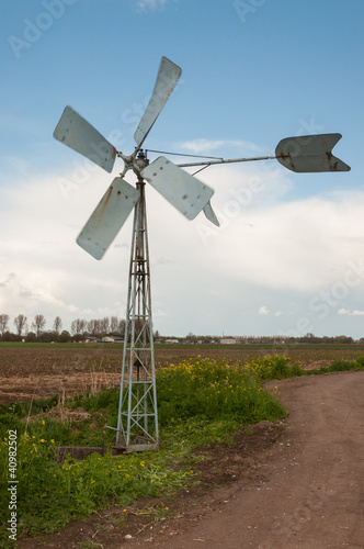 Running old metal windmill