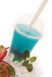 Bubble Tea blau mit roten und weissen Perlen
