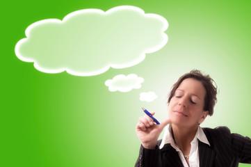 Geschäftsfrau mit Gedankenwolke