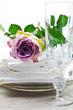 Festliches Geschirr, Kristallglas und Stoffservietten