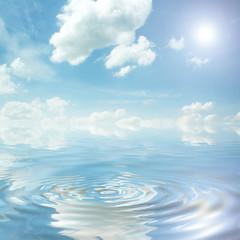 Bewölktes Meer