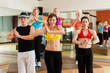 Zumba oder Jazzdance - junge Leute tanzen