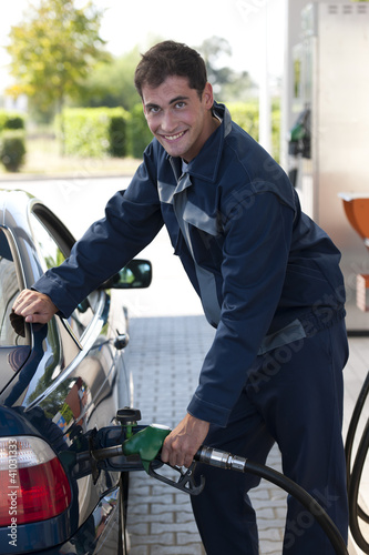 Service station worker refiling car