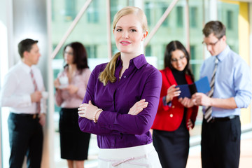 Business - Team oder Geschäftsleute in Büro