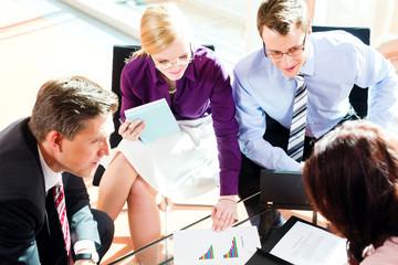 Business und Geschäft - Meeting in Büro