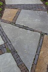 Steinplatten-Weg Hochformat