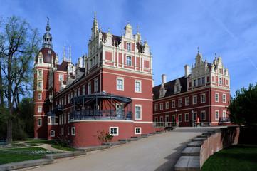 Bad Muskau Schloss im Fürst Pückler Park mit Löwe
