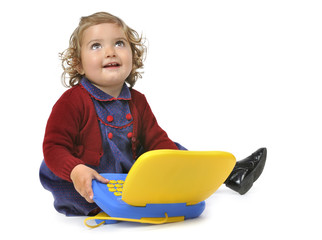 Jugando con el ordenador infantil.