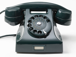 old green phone on white background - vecchio telefono a rotella