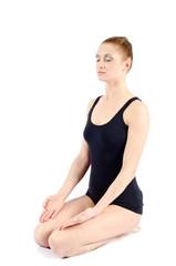 Frau meditiert entspannt in Kniend