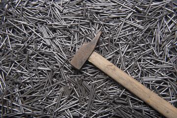 martello e chiodi
