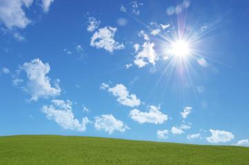 Collinetta con nuvole e sole
