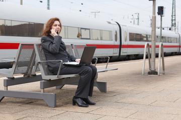 Wartezeit auf dem Bahnhof