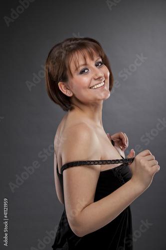 lächelnde hübsche junge Frau
