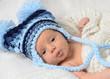 Kleiner Junge mit warmer Mütze
