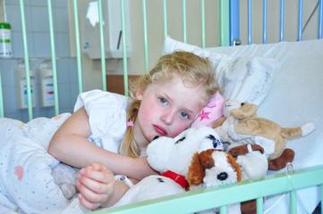 Kleines Mädchen im Krankenhaus