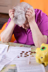 Seniorin hat Geldnot