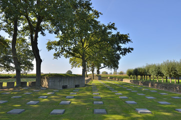 Langemark deutscher Soldatenfriedhof Flandern, Belgien