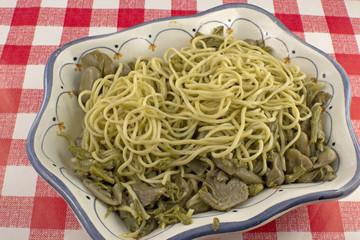 Tagliolini con fave fresche, carciofi e fagiolini