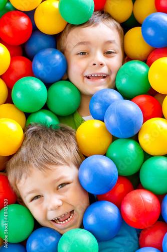 dwaj chłopcy w kulkach 3 - 41143320